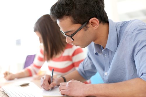 applying for college The benefits and drawbacks of applying early early decision (ed) and early action (ea) plans can be beneficial to students — but only to those who have thought through their college options carefully and have a clear preference for one institution.